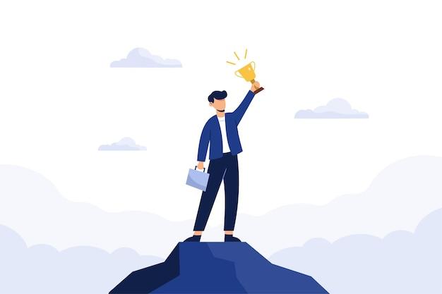 Succesvolle bedrijfsmens die een trofee houdt