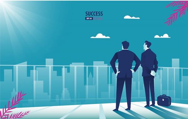 Succesvolle zakenman status die panoramische stad kijkt