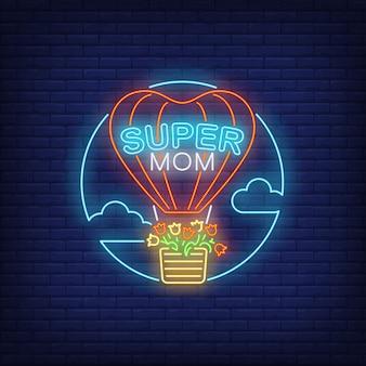Super mom-neontekst en hete luchtballon met bloemen