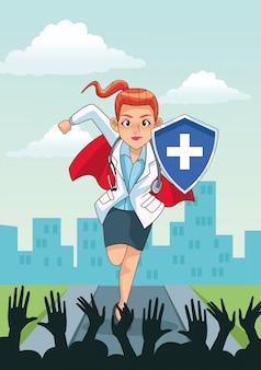 Super vrouwelijke arts met schild en mensen juichen