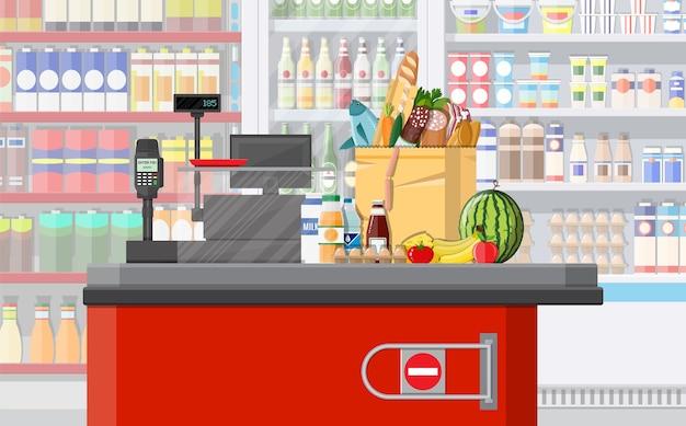 Supermarkt winkel interieur met goederen. groot winkelcentrum. binnenwinkel binnen.