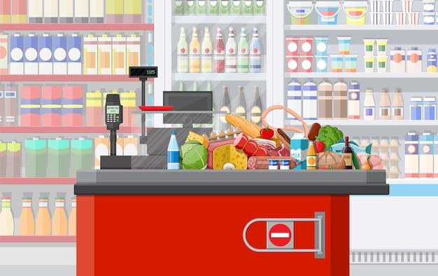 Supermarkt winkel interieur met goederen.