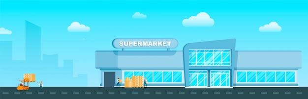 Supermarktpersoneel die doos door vorkheftruckauto laden