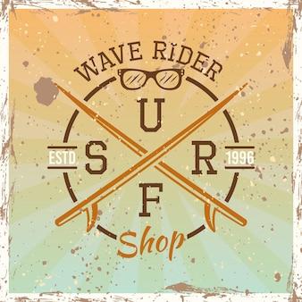 Surfen gekleurde vintage ronde embleem, badge, label of logo vectorillustratie op lichte achtergrond