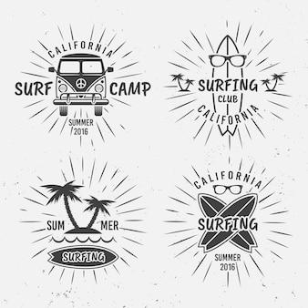 Surfen set vintage typografische zwarte etiketten, insignes, emblemen met stralen