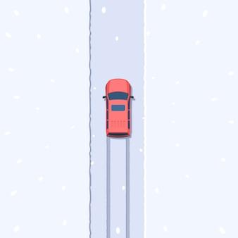 Suv op besneeuwde weg bovenaanzicht