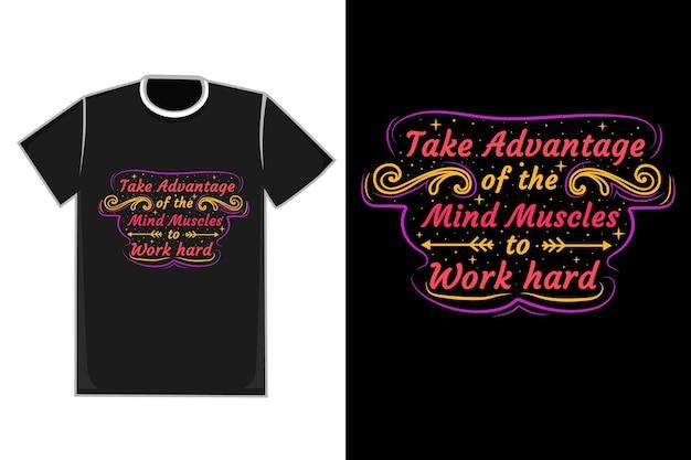 T-shirt title profiteer van de hersenspieren om hard te werken in de kleuren paars, rood en geel