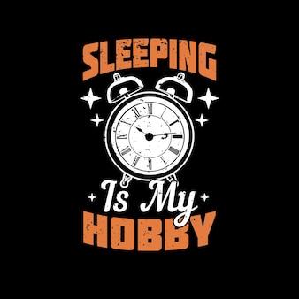 T-shirtontwerp slapen is mijn hobby met wekker en zwarte achtergrond vintage illustratie