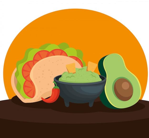 Taco met avocadosaus en het mexicaanse voedsel van chili