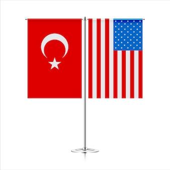Tafelvlaggen van de vs en turkije. symboliseert de samenwerking tussen de twee landen. tafel vlaggen