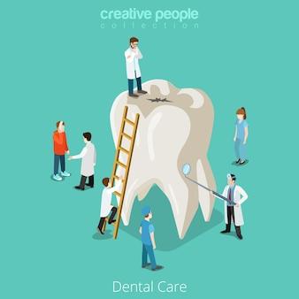 Tandheelkundige zorg micro tandarts patiënt mensen en enorme tand gezondheidszorg concept