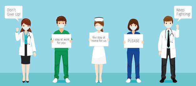 Team van artsen die chirurgische maskers dragen, spandoeken vasthouden, niet opgeven, blijven vechten, ik blijf voor jou aan het werk, jij blijft voor ons thuis