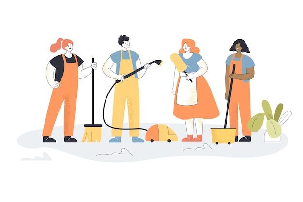 Team van schoonmaakpersoneel in appartement