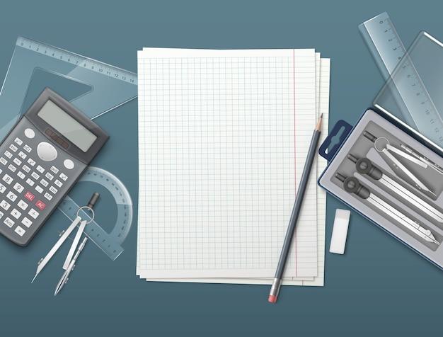 Tekeninstrumenten, linialen, rekenmachine en potlood op papier. geïsoleerd op een gekleurde achtergrond