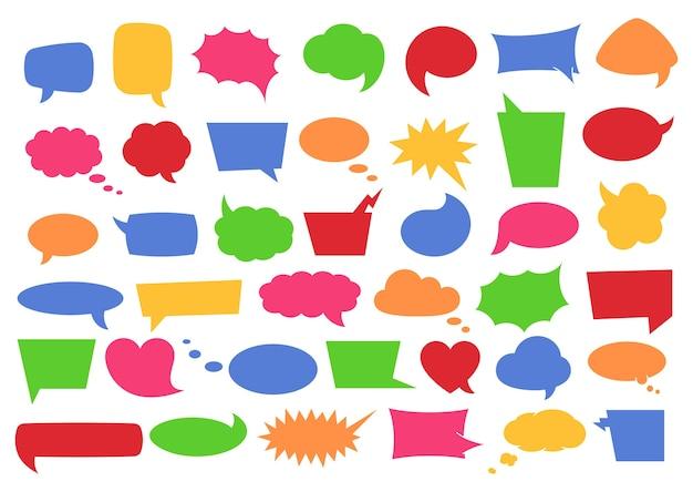 Tekstballon set met ruimte voor zinnen. kleurrijke cartoon komische bubbels en wolken van verschillende vormen voor spraakuitdrukkingen, conversatietekst en woorden in geïsoleerde illustratie.