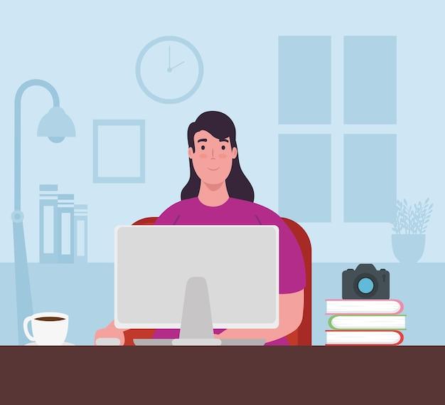 Telewerken, jonge vrouw met laptop die vanuit huis werkt.
