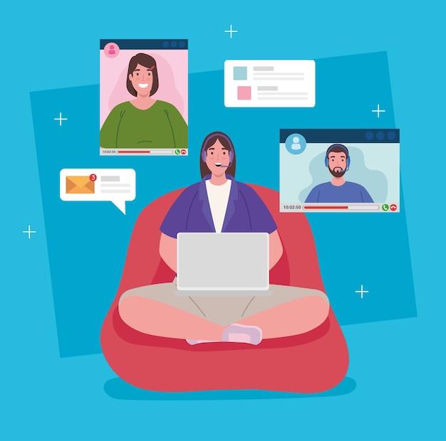 Telewerken, vrouw zitten in poef werken vanuit huis in videoconferentie.
