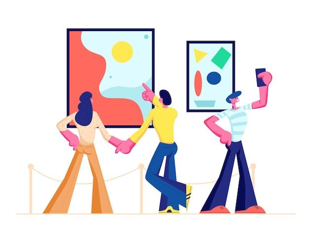 Tentoonstellingsbezoekers bekijken moderne abstracte schilderijen die aan muren hangen in de contemporary art gallery