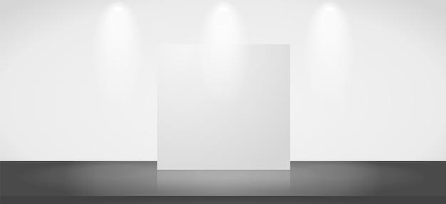 Tentoonstellingsscène met een lege stand.