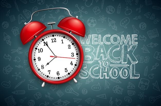 Terug naar school belettering met rode wekker en typografie op zwart schoolbord