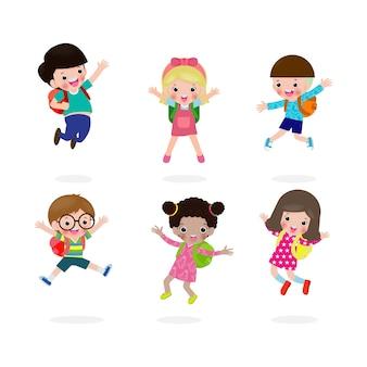 Terug naar school concept, gelukkige kinderen springen op school, groep kinderen en vrienden gaan naar school geïsoleerd op een witte achtergrond