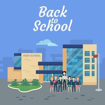 Terug naar school. leraar met leerlingen op schoolterrein