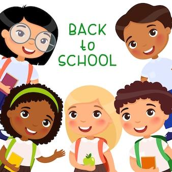 Terug naar school sjabloon voor platte vector-spandoek. vrolijke leerlingen vieren 1 september. blije klasgenoten, vrienden met rugzakken die met handen zwaaien. wenskaart, briefkaart, posterontwerp lay-out