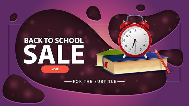 Terug naar schoolverkoop, paarse kortingsbanner met schoolboeken en wekker