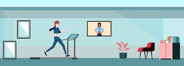 Thuis oefening running machine. vector platte concept met vrouw om thuis te zitten.vector vlakke afbeelding concept Premium Vector