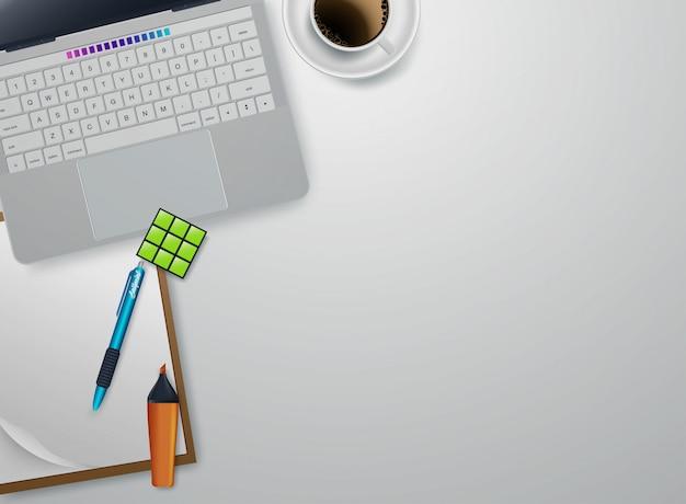 Thuis werkende plaats met platte apparaten vector. witte kop koffie dichtbij tablet en pen. copyspace bovenaanzicht illustratie
