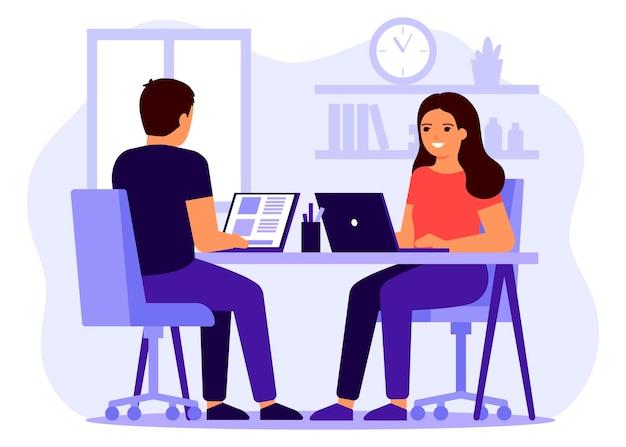 Thuiswerken op afstand. gelukkige man en vrouw zitten aan bureau met laptop en werken, studeren samen. jong stel is bezig met zaken.
