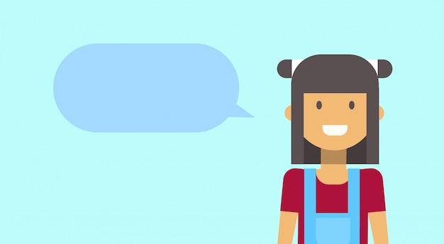 Tiener gelukkig lachend met chat bubble jonge vrouw