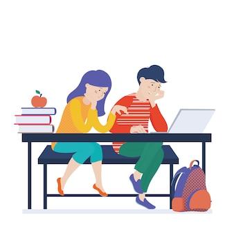 Tienerjonge geitjes, meisje en jongen die aan laptop, computer werken