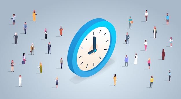 Time management concept met mensen uit het bedrijfsleven