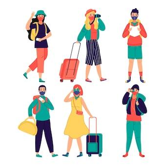 Toeristen die het thema van gezichtsmaskers dragen