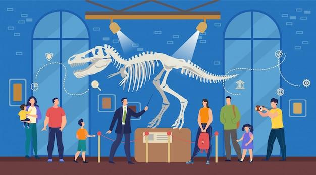 Toeristen in het archeologisch museum voor natuurwetenschappen