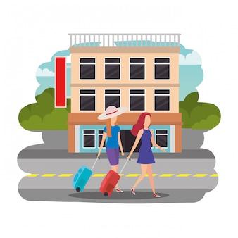 Toeristenmeisjes met koffers op de straat