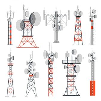 Toren en stations die elektriciteitsset gebouwen leveren