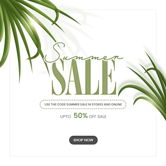 Tot 50% korting voor zomerverkoop posterontwerp met groene bladeren in witte kleur.
