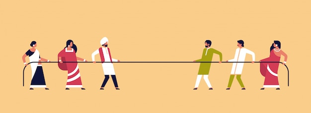Touwtrekken indische mensen team trekken tegenovergestelde uiteinden van touw