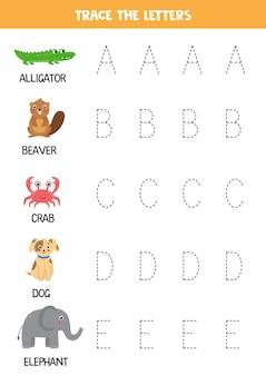 Traceer letters van het engelse alfabet. schattige dieren alfabet. handschriftoefening voor kleuters.