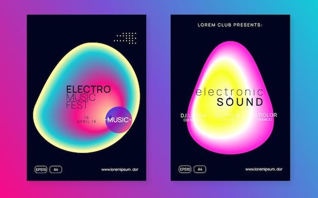 Trance-flyer. lineair geluidsfeest. disco- en nachtlevenontwerp. helder effect voor brochure. vakantiepatroon voor vastgestelde vorm. zwarte en roze trance-flyer