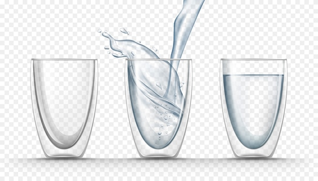 Transparante glazen bekers met zoet water in realistische stijl
