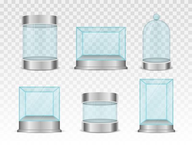 Transparante kristallen kubus en cilinder lege vitrines