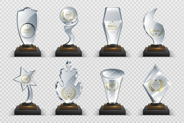 Transparante trofeeën. realistische kristallen glazen onderscheidingen met tekst, geïsoleerde wedstrijdbekers, sterren en prijzen. vector illustratie