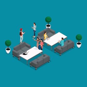 Trendy isometrische mensen en gadgets coworking center, werk en discussie, stijlvol interieur, werkomgeving freelancers, kunstenaars, programmeurs zijn geïsoleerd op een lichte achtergrond