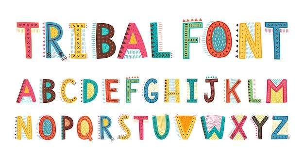 Tribal schattig alfabet lettertype hoofdletters doodle letters hand getrokken typografie kinderachtig lettertype