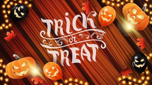 Trick or treat, horizontale wenskaart met hout achtergrond, garland, pompoen en herfst bladeren.