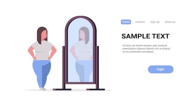 Trieste vrouw kijkt naar zichzelf reflectie in spiegel meisje over grootte zwaarlijvigheid concept