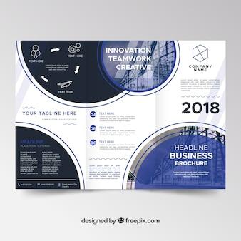 Trifold brochureontwerp met cirkelvormige vormen